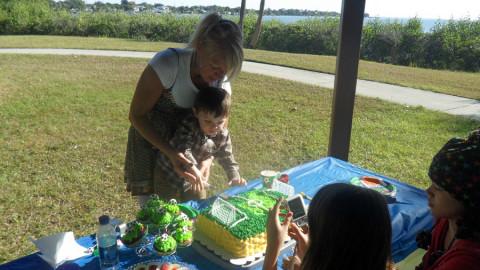 Comemorando aniversário do meu neto no parque