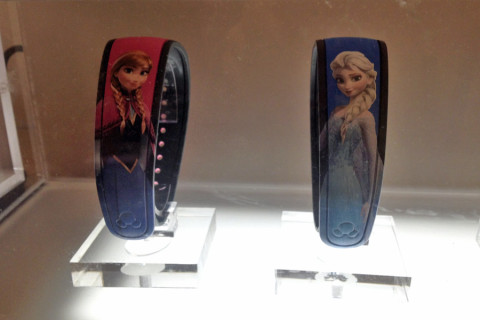 Magic Bands da Anna e da Elsa na Mickey's of Hollywood (na entrada do parque)