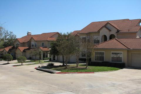 Complexo de apartamentos que a gente morou quando chegou em Austin