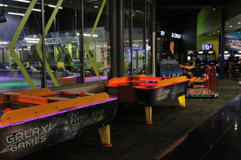 Área de jogos eletrônicos no iDrive NASCAR