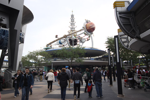 Astro Orbiter, na Tomorrowland