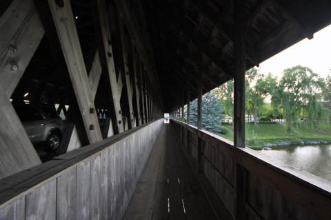 Atravessando a ponte a pé