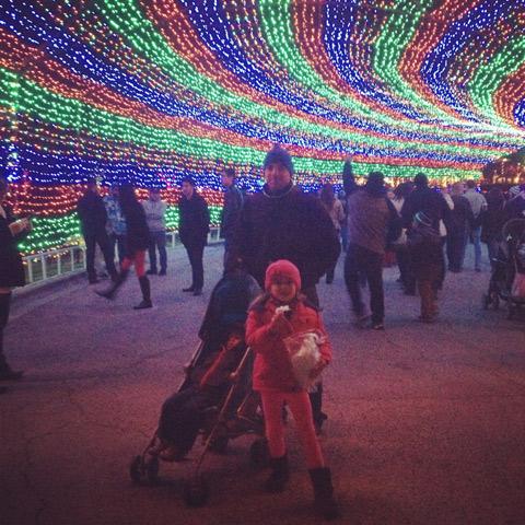 Marido e filhos curtindo o Austin Trail of Lights, em dezembro