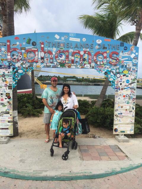 Família chegando nas Bahamas