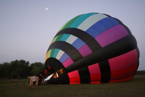 Balão quase pronto, esquentando o ar
