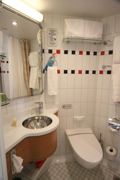 Banheiro da cabine 6514 no Disney Dream