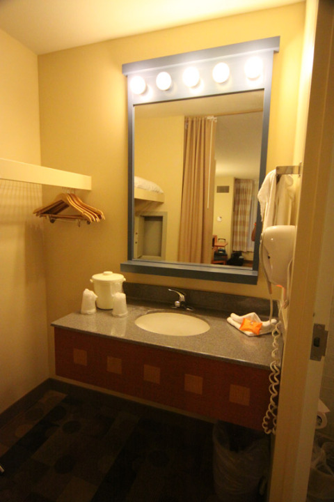 Banheiro do Pop Century, essa parte é a que fica pro lado de fora da porta