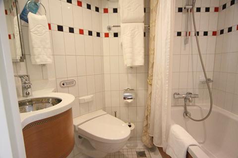 Uma foto do banheiro todo