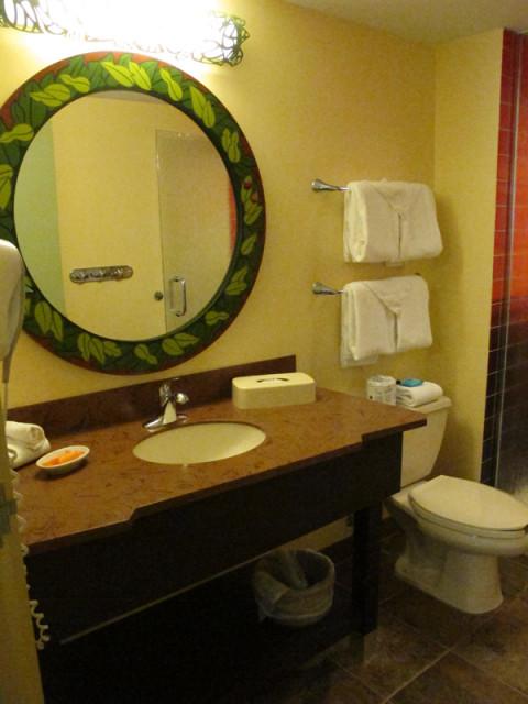 Esse banheiro tem uma pia única...Foto: Luciana Misura