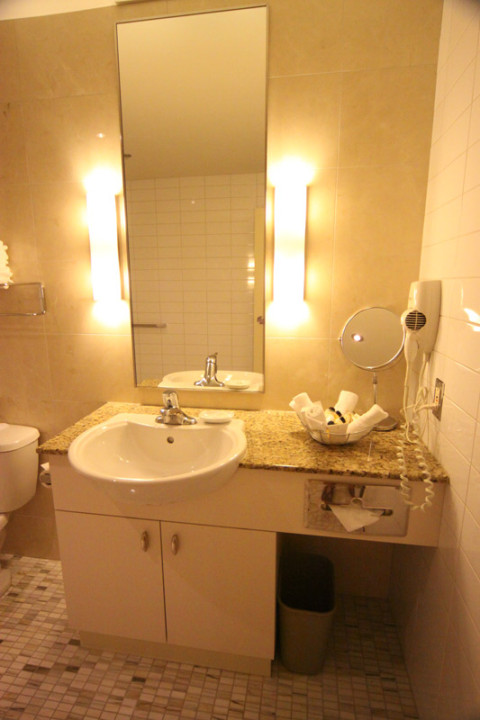 Banheiro na nossa Family Suite no hotel Le Square Phillips