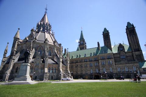 Biblioteca do Parlamento, o único pedaço da construção original que não pegou fogo em 1916