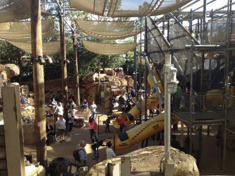 Uma parte do Boneyard, um playground com tema de fósseis