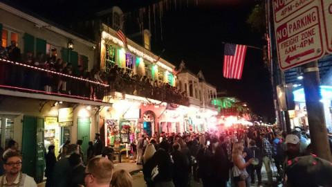 A Bourbon Street é a mais famosa pra quem quer muita festa