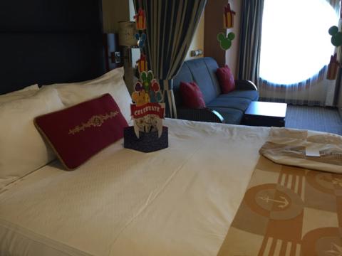 Nossa cabine: 8010, Deluxe Family Oceanview, decorada pros aniversariantes