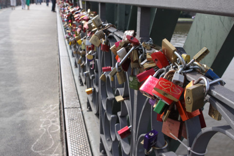 Os cadeados com os nomes dos apaixonados