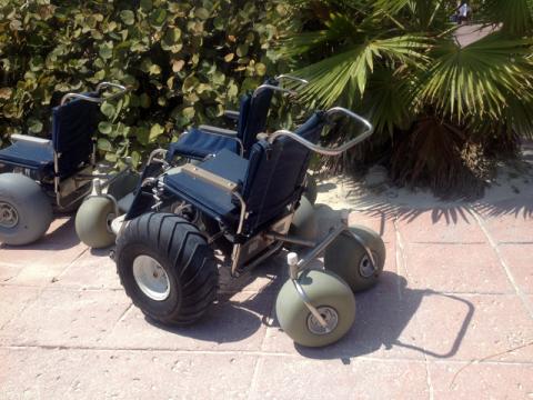 Cadeira de rodas pra andar na areia