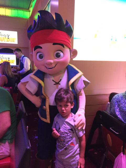Eric e seu pirata preferido no café da manhã Disney Jr