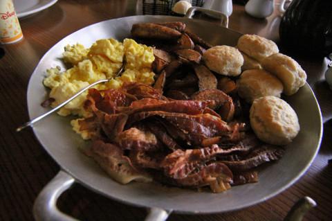 O café da manhã no Ohana é bem americano