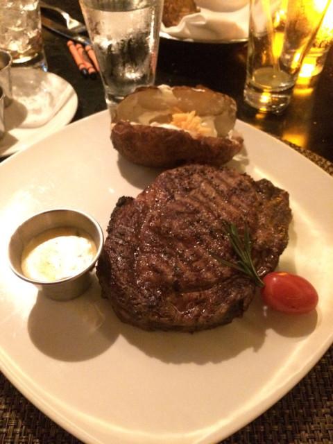 Meu prato de carne no Cagney's, muito bom!