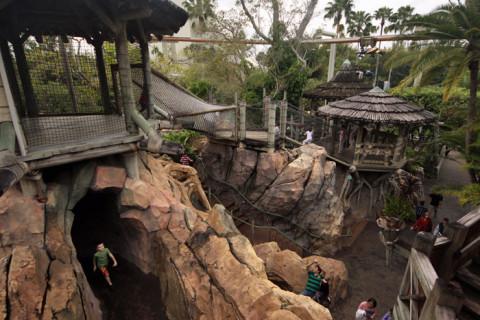 Um pedacinho do Camp Jurassic - é enorme, tem várias passagens, um playground molhado e até uma caverna