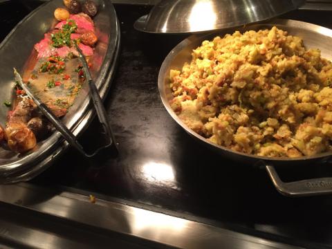 Carne (não lembro o tipo) e stuffing, super tradicional