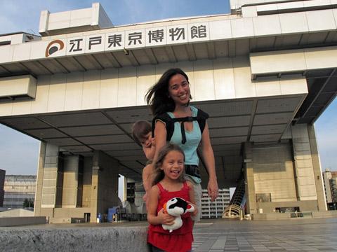 carregando bebe japao