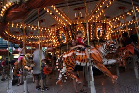 Eric no carrossel dos tigres