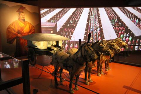 Réplica de uma carruagem imperial encontrada perto da tumba do Imperador