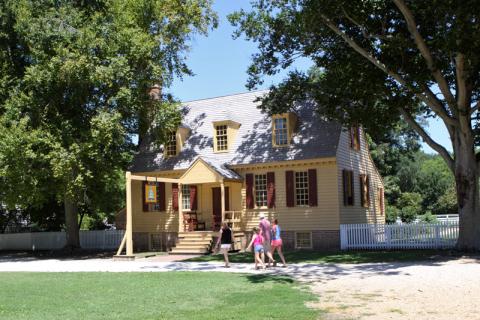 Chegando a Colonial Williamsburg, cheia de casas históricas