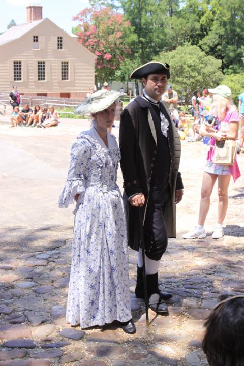 Esse casal estava conversando em frente ao Capitólio