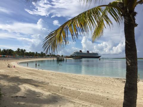 A praia estava perfeitinha em Castaway Cay pela manhã