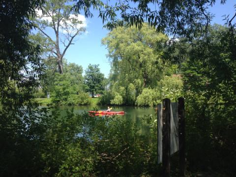Dá pra alugar um caiaque e passear no lago