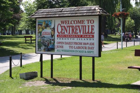 Chegando no Centreville, o parque de diversões da ilha