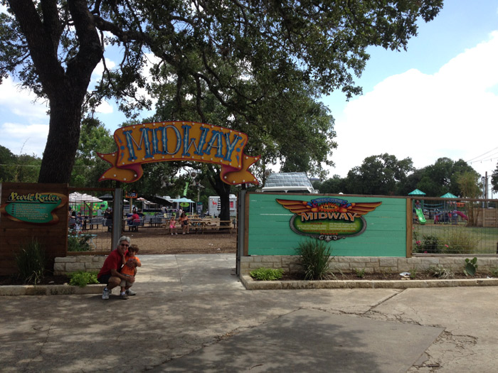 Midway Foodpark Austin: food trucks, playground e música para famílias