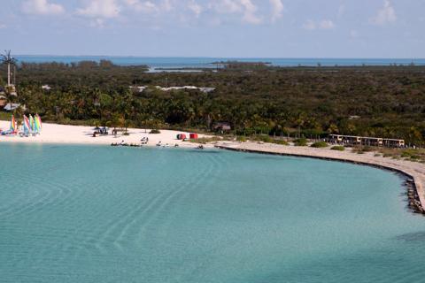 Chegando em Castaway Cay, tirei essas fotos do deck que fica atrás do restaurante Cabana's