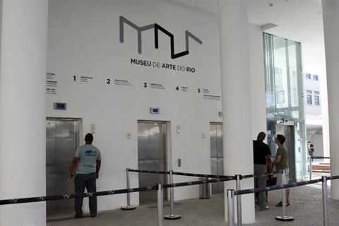 Entrando no MAR: elevador para a primeira exposição