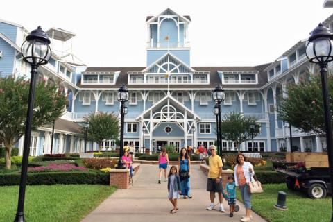 Chegando no Disney Beach Club Resort (fomos de barco)