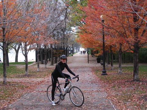 Passeio de bicicleta no outono