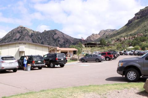 Chisos Basin: loja, visitor center e o lodge, o camping fica mais afastado