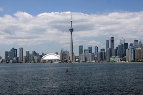 Mais uma vista de Toronto com a CN Tower bem no meio