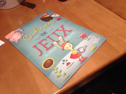 Livrinho de atividades fofo que eles deram pras crianças