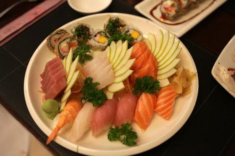 Meu combinado tradicional de sushi e sashimi