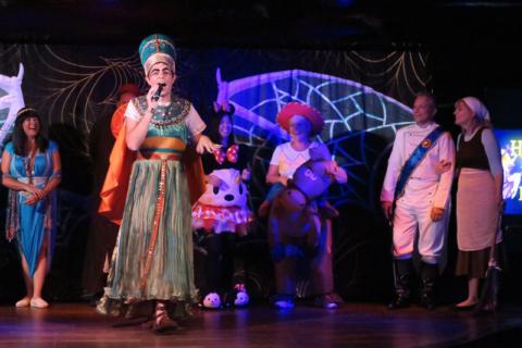 Concurso de fantasias no Halloween para adultos