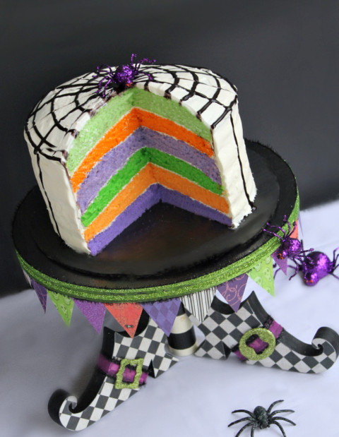 Já viu o bolo arco-íris por aí? É a mesma receita, só trocando as cores!