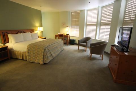 Nosso quarto de quina no Crockett Hotel San Antonio