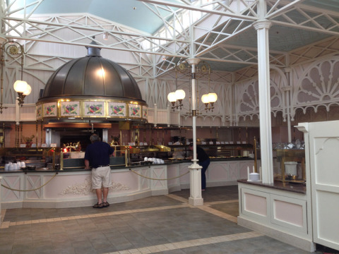O buffet do Crystal Palace: os dois lados são iguais