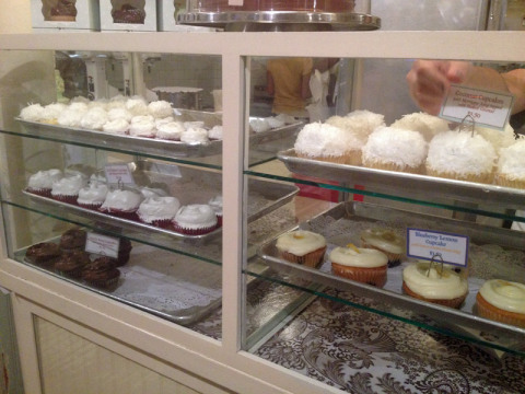 Cupcakes de um lado...