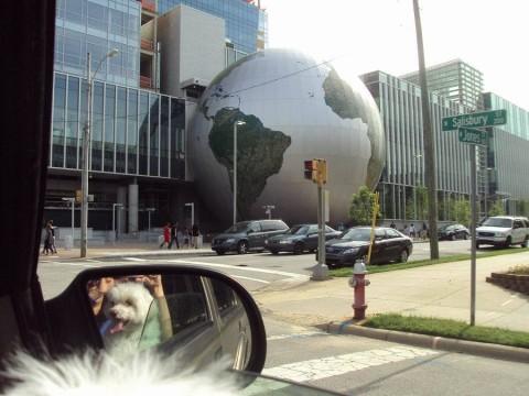 Dirigindo pelo centro de Raleigh, Carolina do Norte