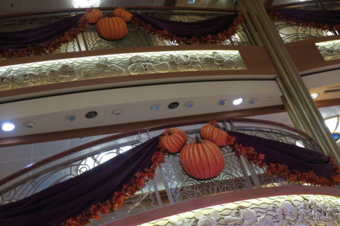 Detalhes da decoração de Halloween no cruzeiro