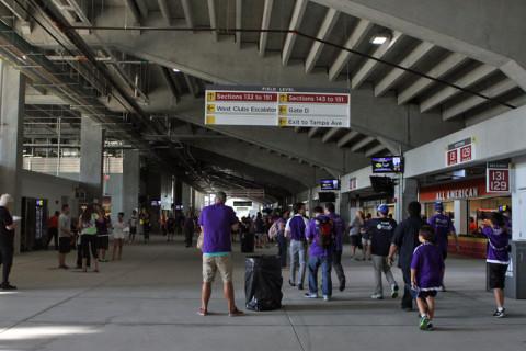 Dentro do estádio, as lanchonetes que atendem a todas as áreas ficam aqui